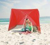 Istante schioccare in su l'ombrello di spiaggia con l'anti rivestimento d'argento UV, rosso