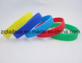 Wristband su ordinazione all'ingrosso del silicone con Thb-058