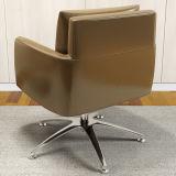 Cadeira do braço da sala de estar do giro no couro
