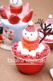 상한 크리스마스 케이크와 푸딩 콘테이너