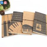 Cuadrícula de la página sin madera Cuadernos de papel con kraftpaper cubierta Banda Elástica
