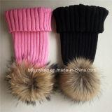 上低価格の卸売のための毛皮の球が付いているデザインによって編まれる冬の帽子