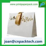Hergestellten Papierpapierbeutel tragen