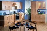 Het moderne Ontwerp van de Keukenkast van pvc van Duitsland voor Kleine Keukens