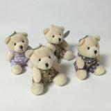 Gosses de cadeau d'ours de nounours reposant le jouet minuscule animal de trousseau de clés de peluche