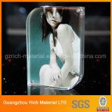 Bâti acrylique personnalisé de photo de Sizes&Shapes/étalage acrylique en plastique d'illustration