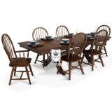 의자를 가진 유럽 단단한 나무 식당 테이블