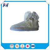 Теплым связанные кабелем крытые ботинки зимы для женщин
