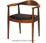 연약한 시트를 가진 현대 목제 의자