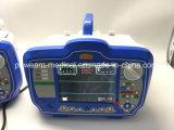 Defibrillator con un monitor en hospital