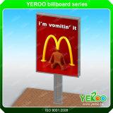 Quadro de avisos-Cidade de Lightbox que anuncia o quadro de avisos do vertical da placa