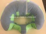 Zuigeling die het Katoenen van pp Hoofdkussen van de Baby de borst geven
