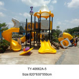 Kind-im Freienspielplatz-Vergnügungspark