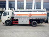 트럭이 Dongfeng에 의하여 연료 탱크 8000 리터 Truk 8 톤 급유한다