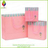 면 손잡이를 가진 승진 분홍색 형식 종이 봉지