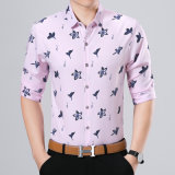 De bouton chemise d'affaires vers le bas pour les vêtements des hommes avec la configuration de lis