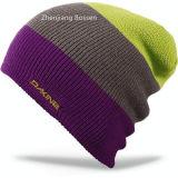 カスタマイズされた100%のアクリルの冬によって編まれる袖口の帽子のスキージャカード折り返しの帽子