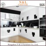 N&Lによっては家具の台所食器棚の花こう岩のカウンタートップが付いている木の食器棚が家へ帰る