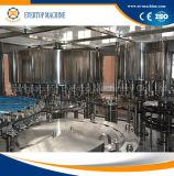 Bouteille d'animal familier buvant la machine de remplissage pure de l'eau