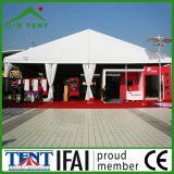 Grande exposição da feira profissional ao ar livre que anuncia a barraca 500m2