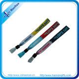 Высокое качество Woven Custom Fabric Wristband Polyester Bracelet с Clip