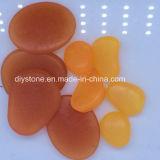 Pietre arancioni di incandescenza di colore in ciottolo scuro