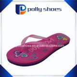 Deslizador cor-de-rosa da tanga do flip-flop da sandália da praia