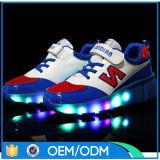 Chaussures en gros de patin de rouleau de gosses d'usine avec prix d'Alibaba d'éclairage LED les meilleurs