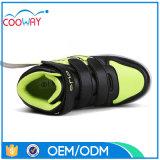 多彩な夜軽い点滅LEDは子供、子供のためのライトが付いている靴に蹄鉄を打つ
