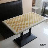 Белая искусственная каменная таблица трактира быстро-приготовленное питания