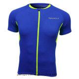 衣服の適性を循環させている高品質の人は運動上を身に着けている