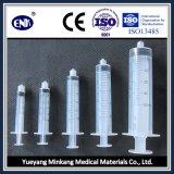 As seringas descartáveis médicas, com agulha (5ml), fechamento de Luer, com Ce&ISO aprovaram