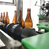 ガラスによってびん詰めにされるビール注入口およびふた締め機の機械費