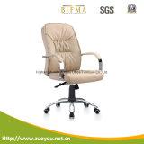 回転イスまたは中間背部椅子またはマネージャの椅子かオフィスの椅子