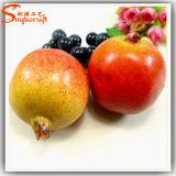 Roter künstlicher Granatapfel für schöne Dekoration