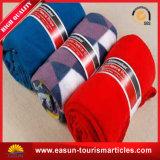 卸売によって印刷されるクリスマスのプラシ天の赤いピクニック毛布