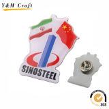 Tipo macio Pin Ym1103 do PVC do Lapel do revestimento da promoção