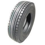 Camion ad alta velocità che guida i pneumatici