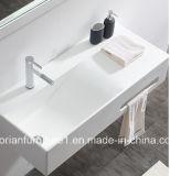 A parede de superfície contínua acrílica branca do banheiro de Corian pendurou a bacia