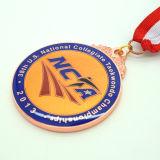 リボンが付いているカスタマイズされたレトロのスポーツメダル