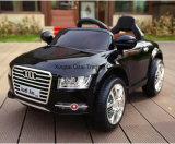 Езда автомобиля батареи младенца на автомобиле для младенца