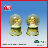 Baby sveglio con Wings Glass Water Globe Printed Resin Base