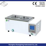 Baño de agua del laboratorio con el indicador digital