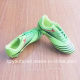 Sapatas ao ar livre do futebol da cor verde para a venda