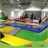 O Ce dos miúdos certificou o parque quadrado do Trampoline do salto com aros de basquetebol