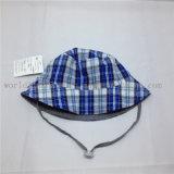 ストリングおよび革パッチが付いている100%年の綿の漁師のバケツの帽子
