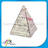 Kundenspezifischer Dreieck-hölzerner Ring-Kasten mit innerem Halter