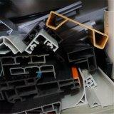 Le PVC expulsé forme des profils en plastique d'extrusion