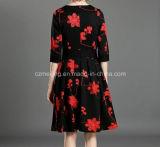 Robe de type chinois du `S de femmes de couleur