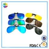 Grampo de dobramento em óculos de sol com caso